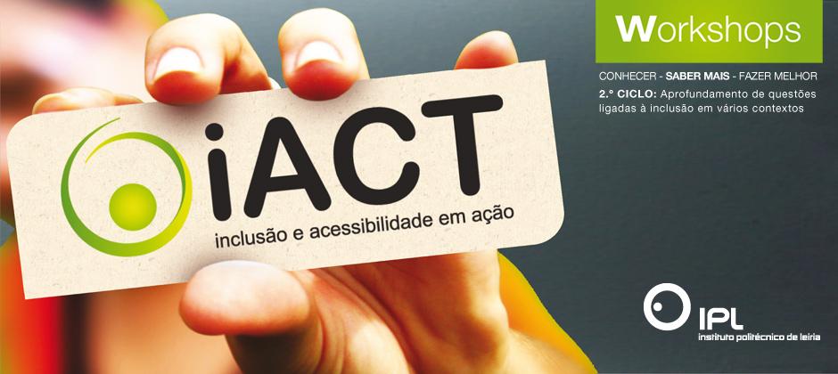 mão segurando etiqueta com o logotipo do iact - centro de investigação Inclusão e acessibiliade em ação.